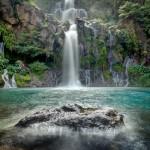 Reunion-Adasi-uzerinde-bir-mavi-lagun,-trois-Bassins-selalesi-g