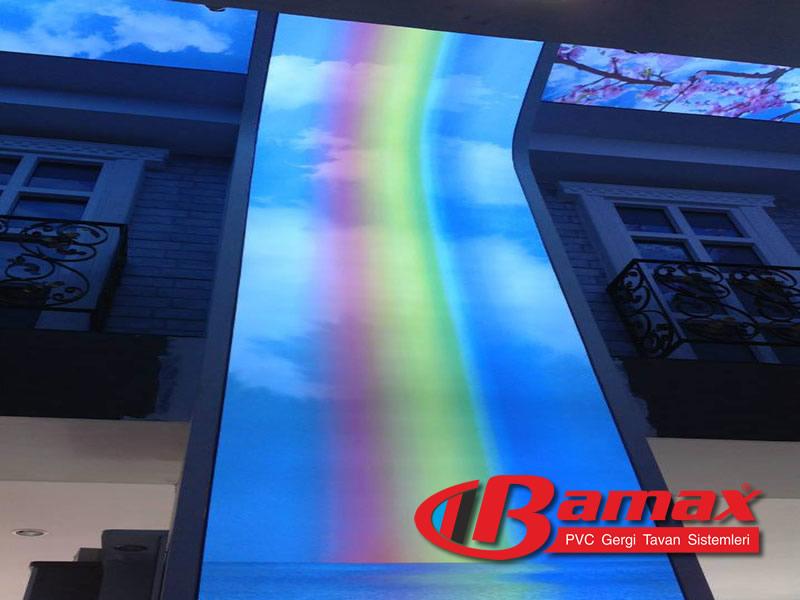 Gök kuşağı renklerinde dijital baskı gergi tavan uygulaması